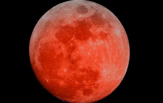Kanlı Ay Tutulması Geliyor, RTR'lara yükleniyoruz!